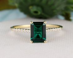 Emerald Band, Emerald Ring Vintage, Vintage Rings, Emerald Cut, Emerald Ring Gold, Emerald Jewelry, Natural Emerald, Emerald Green, Silver Ring