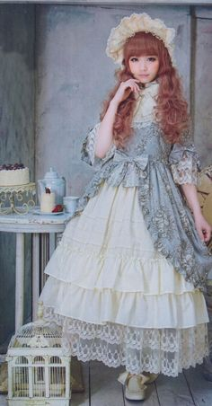 ♡ Rare to see it that long, but very pretty. Definitely Rococo based....