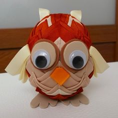Falešný patchwork - sova | Moje mozkovna Beaded Christmas Ornaments, Ball Ornaments, Christmas Balls, Christmas Crafts, Ribbon Art, Fabric Ribbon, Ribbon Crafts, Owl Crafts, Diy And Crafts