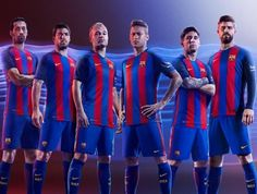 Busquets, Suárez, Iniesta, Neymar, Messi y Piqué lucen la nueva camiseta del Barça para la temporada 2016/17