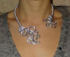 collier Volutes fil d'aluminium http://annefimo.canalblog.com