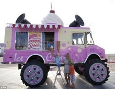 To help celebrate the launch of some of their new cars, Skoda – a car manufacturer, has transformed a monster truck into a monster ice cream van. It will be touring the UK – so if you l… Monster Ice Cream, Ice Cream Car, Giant Ice Cream, Gelato, Ice Ice Baby, Bizarre, Truck Design, Recreational Vehicles, Monster Trucks