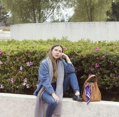 NO ES SOLO UN OUTFIT Carolina Llano - Gold Style Book Crochet scarf, slow fashion, bucket bag, dot on dot silk scarf, silk scarf on bag, canadian tuxedo, jeans on jeans Scarf On Bag, Canadian Tuxedo, Gold Style, Fashion Books, Slow Fashion, Bucket Bag, Silk, Crochet, Jeans