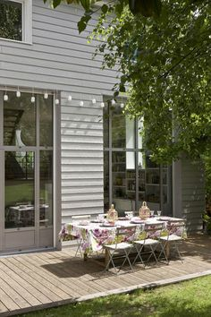 Lovely patio | More photos http://petitlien.fr/coinsdeparadis