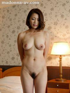 浅倉優子(友田真希)42歳。最近はママ友達と受験の話でもちきり。その中で瀬川美貴子(水野朝陽)だけは