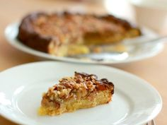 Moist cake with nut and caramel topping. So delicious and rich. (in Danish, translator on sidebar) Danish Food, Moist Cakes, Piece Of Cakes, Let Them Eat Cake, No Bake Cake, Baking Recipes, Caramel, Sweet Tooth, Tapas