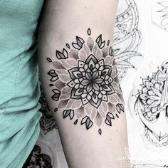 50 of the Most Beautiful Mandala Tattoo Designs for Your Body & Soul - Tattoo-Ideen - Boob Tattoo, I Tattoo, Sleeve Tattoos, Tattoos Mandalas, Mandalas Drawing, Couple Tattoos, Girl Tattoos, Tattoos For Women, Tatoos
