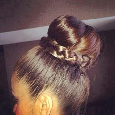 Pleasing 1000 Images About Hot Buns Hairstyles On Pinterest Buns Hair Hairstyle Inspiration Daily Dogsangcom
