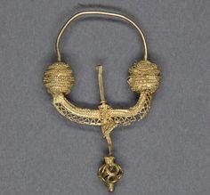 Zausznica typu Świątki, Czerniejów pow. Gniezno, poł. X-XI w. // Slavic temple ring found in Czerniejów, Poland, 10th-11th century