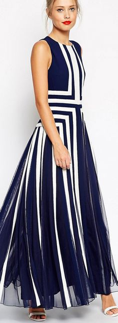 Geometric Sleeveless Maxi Elegant Dress The creative geometric print is not the only thing attractive about this dress. The elegance is what makes it stand out.