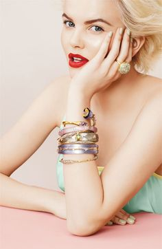 How gorgeous! Classic red lips, platinum hair, strong brows. This is what I would call: vintage modern glamour.