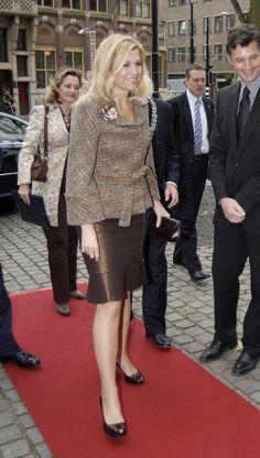 Reine Maxima-LOVE THE TOP!