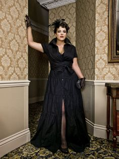 Gala glamour (Caro Emerald) - minus the gloves. Plus Size Dresses, Nice Dresses, Retro Fashion, Vintage Fashion, Pin Up Looks, Dress Shapes, Iconic Women, Love Her Style, Vintage Glamour