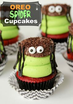 Oreo Spider Cupcakes -- super simple to put together and so fun!!