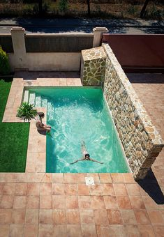 Small Inground Pool, Small Swimming Pools, Small Pools, Swimming Pools Backyard, Swimming Pool Designs, Pool Decks, Backyard Pool Landscaping, Backyard Pool Designs, Small Backyard Pools