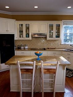 light kitchen cabinets Light Kitchen Cabinets, Kitchen Backsplash, Kitchen And Bath, Kitchen Layouts, Kitchen Ideas, Old Farmhouse Kitchen, Color Tile, Subway Tile, Kitchen Lighting