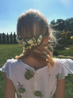 #girl#flowers#white#hair#hairstyle#blondehair