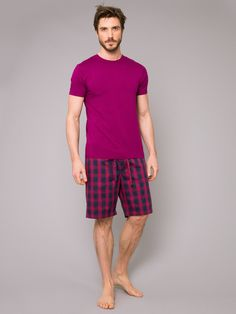 Our luxuriously soft ruby short Basel t-shirt is an essential for any wardrobe. Made using premium quality fabric to maintain shape and regulate body heat.