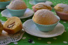 I muffin Kinder sono dei dolcetti golosissimi che si possono preparare anche con i bambini. Perfetti per la colazione o per una merenda.