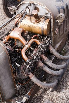 This early 1900's air cooled V8 was originally used to power a blimp.  It now powers J.A. Preston's cycle car.