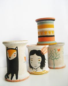 Love this idea! boyswithbanjos: Etsy Huntin: Black Out Well Amy Blackwell dolls up cotton spools by hand-painting tribal-esque designs, foxes, girls and trees onto the wooden baubles. And each spool. Diy And Crafts, Crafts For Kids, Arts And Crafts, Diy Projects To Try, Art Projects, Spool Crafts, Wooden Spools, Thread Spools, Blog Deco