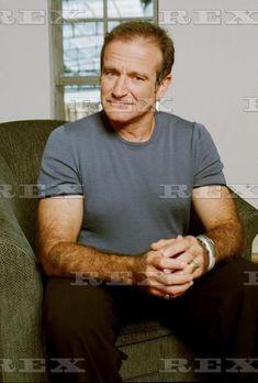 Robin Williams in Australia for Bicentennial Man Bicentennial Man, Robin Williams, Man Humor, The Funny, Actors, Idol, Mens Tops, Australia, Actresses