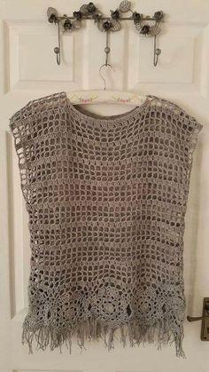 "Este chaleco es una bonita opc ""Crochet Patterns Coat Vest with fringes and gran. : Este chaleco es una bonita opc ""Crochet Patterns Coat Vest with fringes and granny square square on the back crochet crochet imag ."", ""No pattern – imag – Salvabrani Gilet Crochet, Crochet Jacket, Crochet Cardigan, Knit Crochet, Crochet Tops, Flower Crochet, Poncho Sweater, Crochet Woman, Coat Patterns"