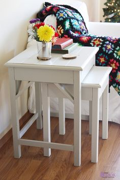Nesting side tables with cute cottage charm for your living room! DIY plans to build these nesting end tables inspired by Pottery Barn Pratt Nesting Side Tables. Living Room Bench, Living Room End Tables, Ikea Nesting Tables, Bedside Tables, Nightstand, Home Decor Bedroom, Diy Home Decor, Diy Bedroom, Bedroom Night