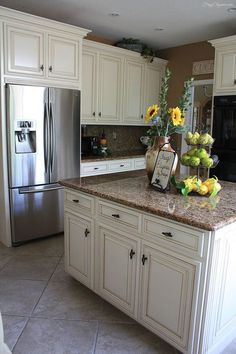 Butter cream glazed kitchen cabinets cream maple glazed - Black granite countertops with cream cabinets ...