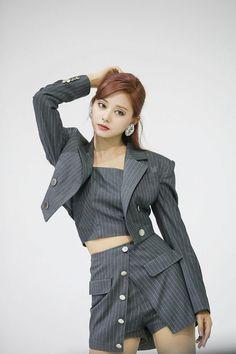 Kpop Girl Groups, Korean Girl Groups, Kpop Girls, Stage Outfits, Kpop Outfits, Chou Tzu Yu, Tzuyu Twice, How To Pose, Soyeon