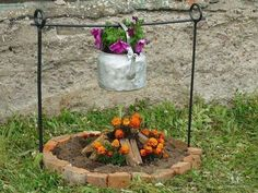 these are the BEST DIY Garden & Yard ideas!these are the BEST DIY Garden & Yard ideas! Flower Planters, Garden Planters, Flower Pots, Flowers Garden, Log Planter, Fire Flower, Outdoor Flowers, Planter Ideas, Container Flowers