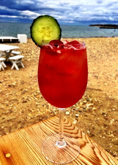 #PiscineRosé @Navy Beach #montauk #roséprosecco #orangevodka #raspberries #cucumber #sttropez #frenchriviera #navybeach