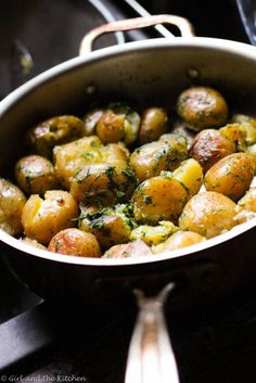 Perfectly golden brown pan roasted potatoes with garlic, dill and butter. Perfect as a quick side dish for a weeknight dinner or for a BBQ.