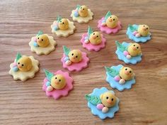 Fondant chicks #cupcakes #toppers