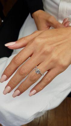 1 Carat Engagement Rings, Pretty Engagement Rings, Classic Engagement Rings, Round Diamond Engagement Rings, Engagement Ring Cuts, Round Wedding Rings, Elegant Wedding Rings, Best Wedding Rings, Wedding Ring Set