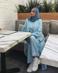 Muslim Fashion 785385622503718399 - Be recognised for having a beautiful heart. So when you leave, the memory of you lingers 🕊 – Modest Fashion Hijab, Modern Hijab Fashion, Modesty Fashion, Abaya Fashion, Muslim Fashion, Modest Outfits, Look Fashion, 70s Fashion, Fashion 2020