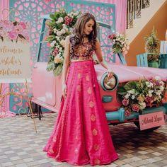 Pretty pink bridal lehenga for mehndi ceremony Pink Bridal Lehenga, Sabyasachi Lehenga Bridal, Engagement Outfits, Bridal Outfits, Mehndi Ceremony, Mehendi Outfits, Mehndi Decor, Punjabi Wedding, Bridal Photography