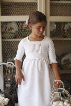 Vestido de Primera Comunión Bolillos Elegant Dresses, Nice Dresses, Girls Dresses, Flower Girl Dresses, Girls Baptism Dress, Girls First Communion Dresses, Classy Outfits, Girl Outfits, Classic Girl