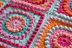 Crochet Granny Square Patterns [Free Pattern] Circle Of Friends Square Blanket - The color choices in this square blanket are fabulous, you can really see the textures. Crochet Circles, Crochet Motifs, Granny Square Crochet Pattern, Crochet Blocks, Crochet Squares, Knit Or Crochet, Crochet Crafts, Crochet Baby, Granny Squares