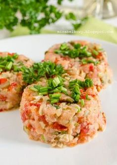 Tatar z wędzonego łososia Lunch Recipes, Cooking Recipes, Healthy Recipes, Appetizer Salads, Appetizer Recipes, Enjoy Your Meal, How To Cook Fish, Salmon Salad, Christmas Cooking
