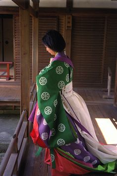 Ninnaji Temple, woman wearing junihitoe.