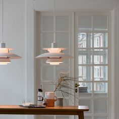 The PH 5 Pendant Light Classic White, from designer Poul Henningsen, is undeniably one of Louis Poulsen's most famous pieces. Danish Design, Modern Design, Timeless Design, Hm Home, Room Inspiration, Interior Inspiration, Interiores Design, Interior Design Living Room, Interior Livingroom