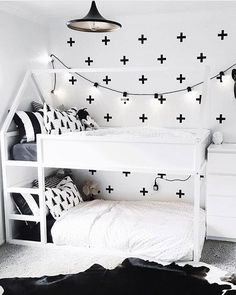 IKEA KURA Hack Deko-Ideen zum Hochbett-Klassiker ikea kura hack-schwarz-weis The post IKEA KURA Hack Deko-Ideen zum Hochbett-Klassiker appeared first on Kinderzimmer ideen.