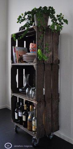 armario-com-caixas-de-madeira