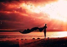 Все, что приходит в вашу жизнь, вы притягиваете к себе сами. Притягиваете силой образов, которые постоянно держите в голове. Ваша жизнь — это то, что вы думаете. Все, что происходит в вашем сознании, вы притягиваете к себе.