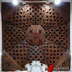 Armadura ochavada en la cabecera derecha de la iglesia de Nª Sª de la Luz. Sº Domingo de Garafía. © Albanécar, 2015. Islamic Designs, Islamic Art, Tile Floor, Flooring, Texture, Mirror, Crafts, Home Decor, Mosque