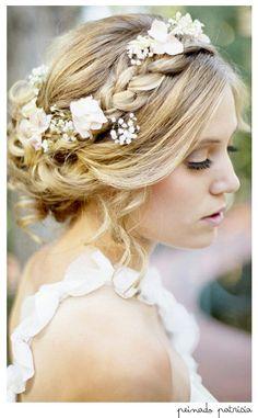 Buenos días!!! empezamos el miércoles con este peinado estilo romano, flores y