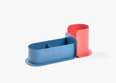 Charlie is a minimalist design created by Lausanne-based designer Tomas Kral. Id Design, Tool Design, Desktop Accessories, Office Accessories, Desk Tray, Stationary Set, Modular Design, Stationery Design, Minimal Design