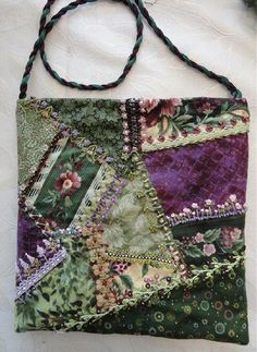 I ❤ crazy quilting, beading & embroidery . Work of a student ~From Lucia Schwery - DIY Crafts Crazy Quilt Stitches, Crazy Quilt Blocks, Crazy Quilting, Patchwork Bags, Quilted Bag, Silk Ribbon Embroidery, Hand Embroidery, Embroidery Stitches, Creation Couture