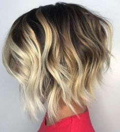 Choppy Wavy Bob With Chunky Blonde Highlights Chunky Blonde Highlights, Blonde Balayage Bob, Hair Color Highlights, Caramel Highlights, Balayage Hairstyle, Blonde Hair, Short Shag Hairstyles, Hairstyles For Round Faces, Layered Hairstyles